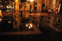 I riflessi si, si, si !!! (rana63...) Tags: persone luci piazza laguna acqua venezia colori riflessi notte lampioni hotornot nikonflickraward atomicaward