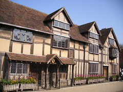 Shakespeare's Birthplace - Stratford upon Avon (ell brown) Tags: greatbritain england museum facade unitedkingdom townhouse literary shakespeare tudor markettown warwickshire nationalmonument stratford stratforduponavon preservation williamshakespeare tileroof shakespearesbirthplace timberframed tudorbuilding shakespearessister henleyst gradeilistedbuilding gradeilisted woolshop civilparish southwarwickshire shakespearebirthplacetrust birthplaceofwilliamshakespeare plasterinfill rubbleplinth rubblestacks johnshakespeare shakespearebirthplacecommittee birthplacetrust districtofstratfordonavon
