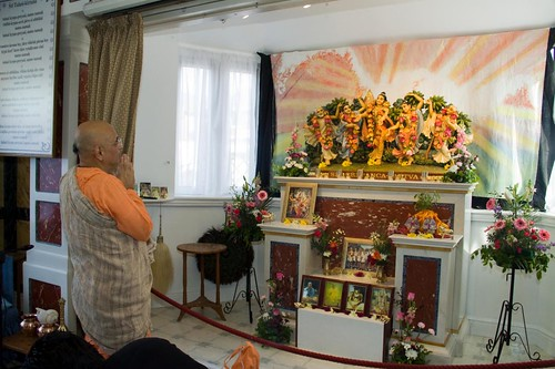 H H Bhakti Caru Swami 2010 - 0016 por ISKCON desire tree.