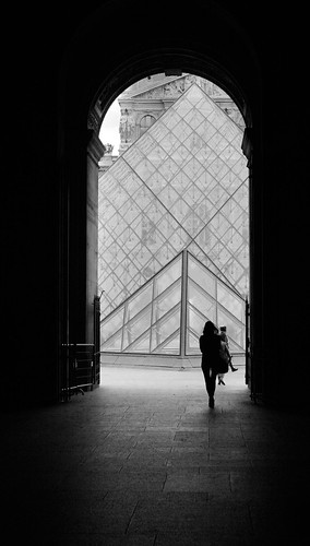 Louvre-entrance