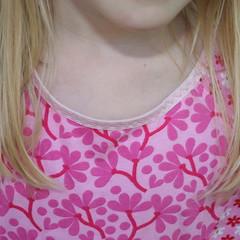 Roxy-neckline