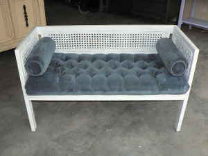 Photo tufted blue bench