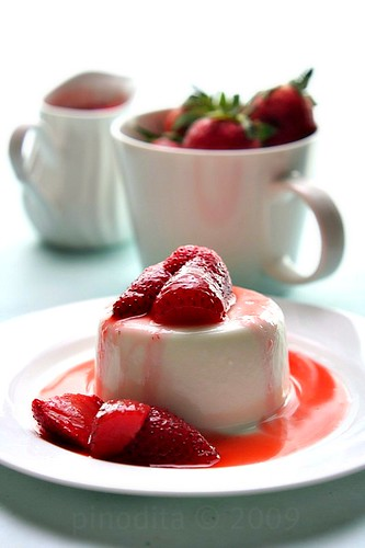 Yogurt Panna Cotta with Strawberry Compote
