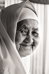 When Years Smile (Khaled A.K) Tags: old bw woman blackwhite sa jeddah malaysian saudiarabia khaled makkah hajj ksa 1429 saudia arafa kashkari