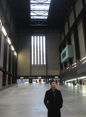 Tate Modern - At the entrance (DameBoudicca) Tags: uk inglaterra england p