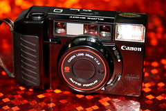 Canon AF35M II Sure Shot (Wayne Young Photo) Tags: camera film 35mm canon vintage gear oldschool bin pointandshoot collectible f28 compact autofocus sureshot 38mm photographyequipment bargin 38mmf28 autoboy2 af35mii newsureshot the3828lounge