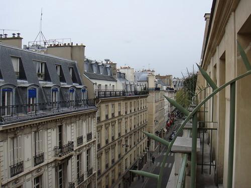 Vista de la Rue de l´Arcade desde la terraza del hotel