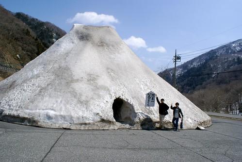 谷川岳ドライブインの関東一大かまくら