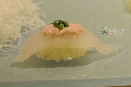 剝皮魚佐肝醬握壽司