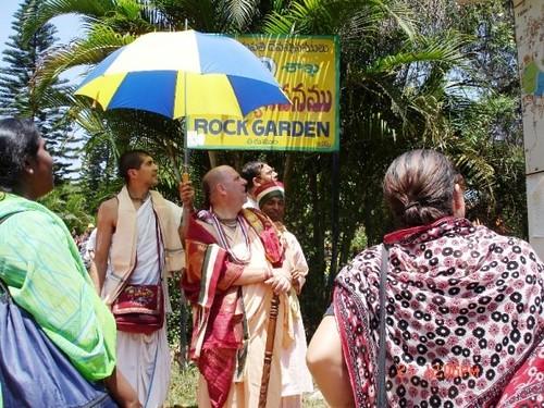 H H Jayapataka Swami in Tirupati 2006 - 0023 por ISKCON desire  tree.