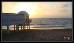 La Caleta (Cádiz) (Alberto Jiménez Rey) Tags: sunset sea sky art sol de botes la boat mar sand arte barcos picture playa colores arena alberto cielo manuel cadiz rey lucia su puesta barcas palma martinez caleta colorido balneario tapia jimenez albjr