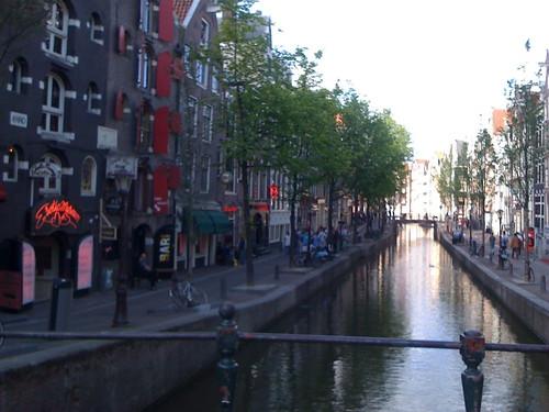 <span>amsterdam</span>de Walletjes<br><br>Quartiere a luci rosse<p class='tag'>tag:<br/>amsterdam | viaggio | hot | </p>