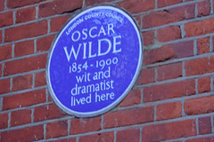 Photo of Oscar Wilde blue plaque
