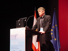 John Dryden, ex Director Adjunto de Ciencia, Tecnología e Industria en la OCDE