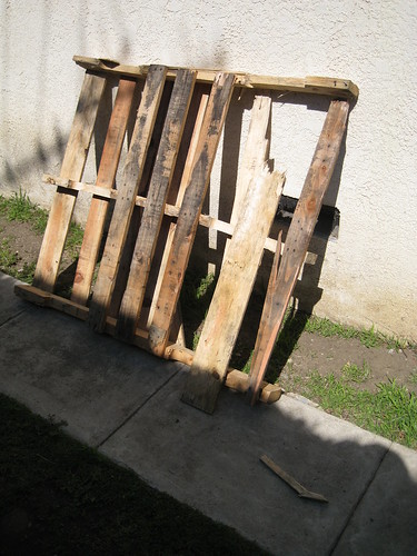 crummy pallet brought home from restaurant dumpster area