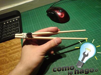 Como hacer unos palitos chinos con ayuda