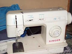 Minha máquina de costura (Mar de flores) Tags: flowers flores fuxico yoyo fux croche fuxicos fuxicando crochetando fuxicaria fuxic