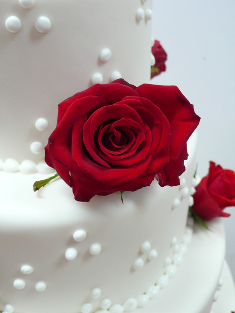 Red Roses White wedding cake 2
