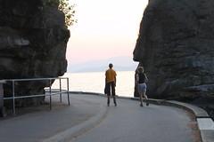 Between Rocks (Elsbro) Tags: vancouver seawall stanleypark siwashrock