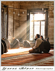 Huzur İklimi (Yavuz Alper) Tags: people turkey lumix december pray türkiye 2006 istanbul mosque türkei dua camii turchia suleymaniye namaz sunlights kandil mimarsinan fz7 hüzme