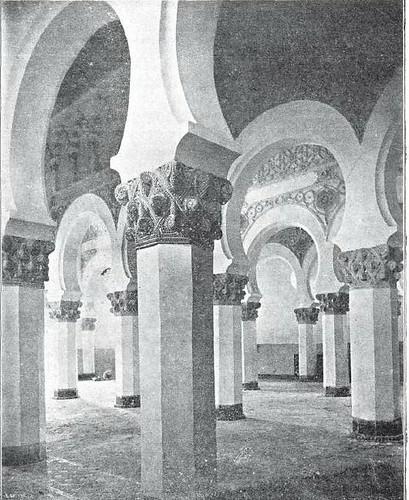Sinagoga de Santa María la Blanca hacia 1904. Revista La lectura Dominical. Foto Casiano Alguacil