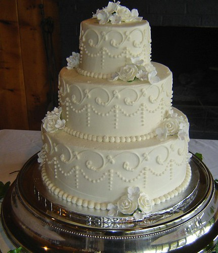 Wedding-Cake-with-Elegant-P
