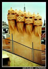 Barcelona - La Pedrera (CATDvd) Tags: barcelona building architecture dvd arquitectura edificio catalonia april2005 catalunya cataluña modernist casamilà lapedrera edifici modernista nikonf65 catdvd davidcomas
