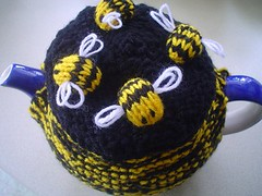 il_430xN.50333286[1] (jacksknits) Tags: uk tea bees cosy handknitted teametsy