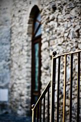 O r O (topsy cretts) Tags: door light sunset muro wall gold tramonto banister sunsetlight oro portone ringhiera canonef50mmf18ii hbw