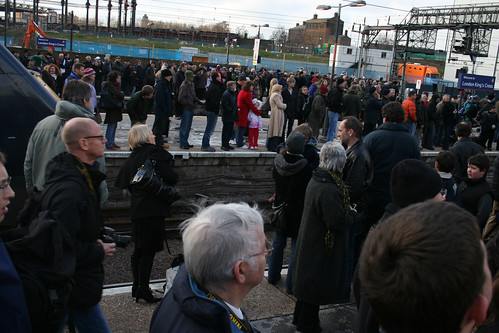 The crowds at the ends of the platforms