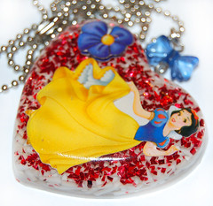 Snow White Resin Necklace (colourful chaos) Tags: glitter heart disney resin snowwhite