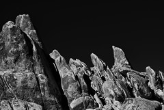 Dolphin Rocks (RichGreenePhotography.com) Tags: california winter sky blackandwhite bw sun mountain stone landscape climb rocks arch path trail dolphins sierranevada lonepine easternsierra alabamahills 6817 whitneyportalroad nikond80 silverefxpro richgreenephotography