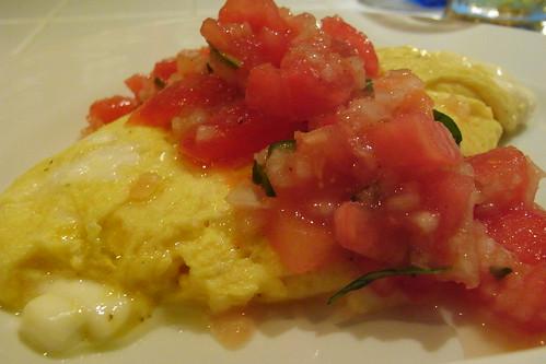 トマトとモッツァレラのオムレツ