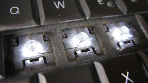 Fotografía del repugnante estado de mi MacBook Pro justo antes de limpiarlo