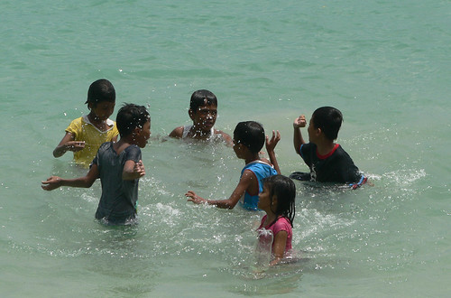 Random water games, El Nido children
