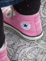 Chucks and Pattern (spinadelic) Tags: pink feet girl leaves rock socks star athletic chair toddler shoes pattern little footwear converse taylor april chuck arkansas 2009 allstars shoelaces stevespencer strictlypinkconverse