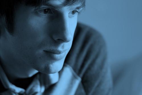 フリー画像| 人物写真| 男性ポートレイト| 外国人男性| イケメン| 青色/ブルー|      フリー素材|