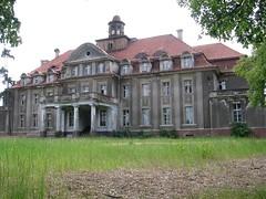 2009-05-17-10-58-34-12 (poprostuflaga) Tags: spring poland polska mansion 2009 wiosna pałac bełczwielki