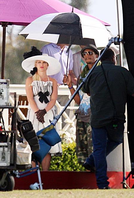 Britney Spears viendo caballos en Radar