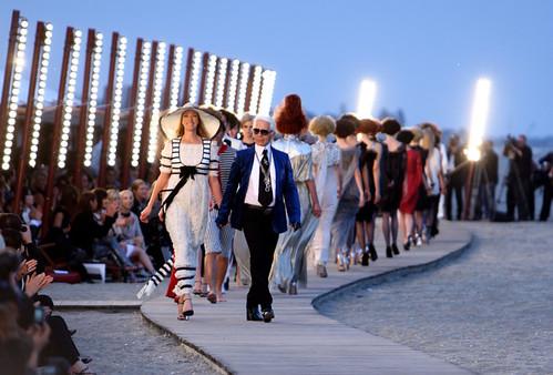 Chanel+Cruise+2010+Fashion+Show+-Fcz3Iv1SeLl