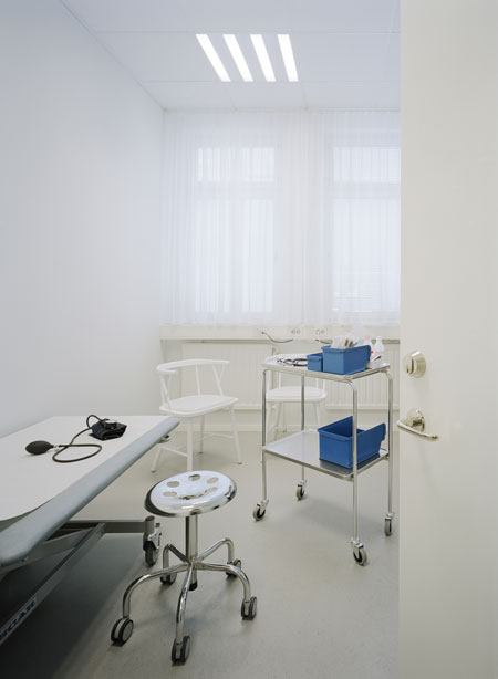 09 Carema Healthcare Minimalist Interior - Clinic Room