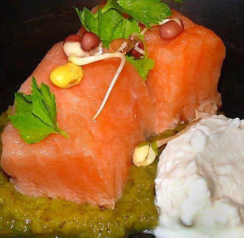 Salmon marinado con requeixo da Capela