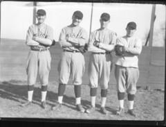 Anglų lietuvių žodynas. Žodis baseball coach reiškia beisbolo treneris lietuviškai.
