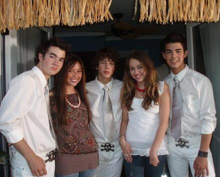 jonas-brothers-rares%20%287%29-thumb-440x355