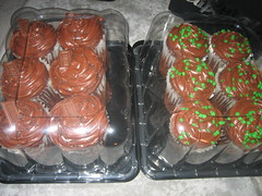 New cupcakes on the block. (foodcore) Tags: new kids cupcakes yummy jon chocolate joe jordan mmm hersheys cupcake sprinkles gift danny present donnie block backstage staples jk nkotb newkidsontheblock newkids kingsized 100808 nktv