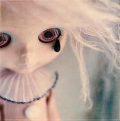 Tear Apart. (Babet.) Tags: doll hollywood pullip blythe hybrid pierrot fao tippi papin poupeemecanique