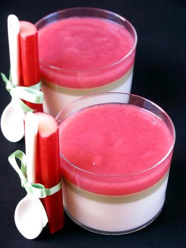 Bicchierino con yogurt, pistacchi e rabarbaro