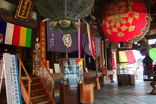 inside of the main temple, Rokkakudo