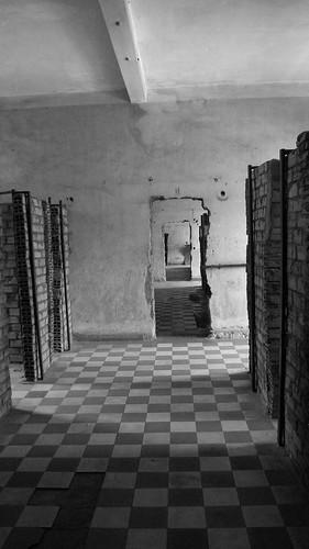 033.不見天日的牢房