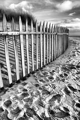 #44 (Nuno S.Sousa) Tags: praia portugal arquitectura areia hdr aveiro blackwhitephotos canon400d ilustrarportugal srieouro ilustrarportugal200904aveiro mygearandme mygearandmepremium mygearandmebronze mygearandmesilver mygearandmegold mygearandmeplatinum